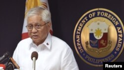 Ngoại trưởng Philippines Albert del Rosario cho biết Manila đã đưa vụ tranh chấp ra Tòa án Quốc tế về Luật Biển, ngày 22/1/2013.