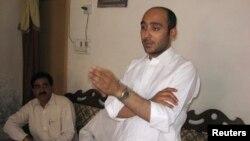 Ông Ali Haider Gilani, con trai cựu Thủ tướng Yusuf Gilani, nói chuyện tại cuộc vận động trước khi bị bắt cóc, 9/5/13