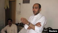 巴基斯坦前总理吉拉尼的儿阿里.海德尔•吉拉尼在被绑架前5月9日在一个竞选会议上讲话