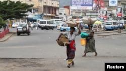 Des vendeuses dans les rues de Bujumbura, le 3 février 2016.