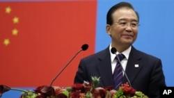 Perdana Menteri Wen Jia Bao minta maaf kepada publik karena tidak cukup cepat mengambil langkah-langkah untuk mendorong reformasi ekonomi di Tiongkok (foto: dok).