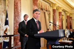Sung Kim addresses the crowd after being sworn in as the new ambassador to the Philippines at a ceremony in Washington, D.C., Nov. 3, 2016. (Photo courtesy of EAP Bureau)