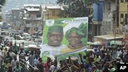 Des militants de l'opposition durant la campagne électorale à Freetown