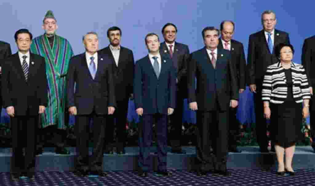 """رییس جمهوری چین در حاشیه نشست پیمان شانگهای در قزاقستان، جمهوری اسلامی ایران را به بهره گیری ازعوامل مثبت که گفتمان لازم برای حل مساله اتمی آن کشور را شتاب بخشد / تشویق کرد. <a href=""""http://www.voanews.com/persian/news/kazakstan-summit-2011-6-15-1239231"""