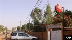 Mặt trước của nhà hàng nơi hai người ngoại quốc bị bắt cóc lúc chiều tối thứ Sáu ở Niamey, Niger, ngày 8 tháng 1, 2011