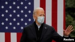 អតីតអនុប្រធានាធិបតីលោក Joe Biden ដែលជាបេក្ខជនប្រធានាធិបតីខាងគណបក្សប្រជាធិបតេយ្យ ថ្លែងនៅក្នុងយុទ្ធនារកសំឡេងឆ្នោតដោយផ្តោតលើផែនការសេដ្ឋកិច្ច និងផែនការទប់ទល់នឹងជំងឺកូវីដ១៩ របស់លោក នៅទីក្រុង Grand Rapids រដ្ឋ Michigan កាលពីថ្ងៃទី ១ ខែតុលា ឆ្នាំ២០២០។