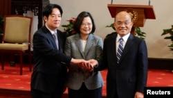 台灣總統蔡英文和離任行政院長賴清德、新任院長蘇貞昌(路透社2019年1月11日)