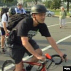 Kongresmen Earl Blumenhauer svakim danom biciklom do ureda na Capitol Hillu