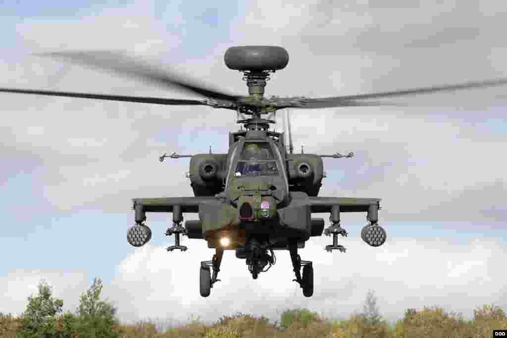 هیلیکوپتر اپاچی امریکایی که قدرت حمل چندین بم سنگین و راکت های پیشرفته را دارد