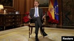 El rey español Felipe VI pronunció su discurso navideño desde el Palacio de la Zarzuela en Madrid.