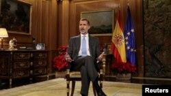 Le roi d'Espagne Felipe VI, prononce son discours traditionnel de Noël au palais de la Zarzuela à Madrid, le 23 décembre 2017.