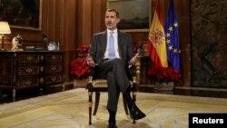 西班牙国王费利佩六世在马德里萨苏埃拉宫发表圣诞演讲。(2017年12月23日)