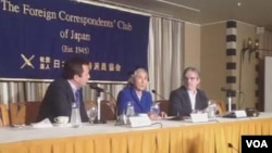 世界维吾尔大会主席热比娅2013年6月20日在东京外国记者俱乐部举行记者会。(美国之音小玉拍摄)