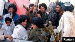تا هنوز منابع رسمی طالبان گزینش رهبر شاخۀ مخالف ملا اختر محمد منصور را تایید نکرده اند.