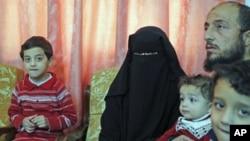 逃离国内暴力的叙利亚难民11月14日在约旦首都接受路透社采访