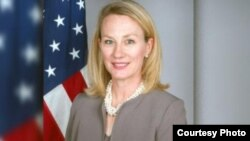 Asisten Menlu AS, Alice Wells (foto: dok). Pakistan menunda kunjungan Asisten Menlu AS, Alice Wells ke Islamabad.