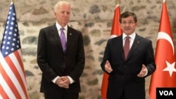Biden ve Davutoğlu geçen yıl İstanbul'daki görüşmelerinde