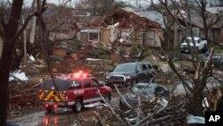 Predgrađe Dalasa, Roulet nakon prolaska tornada
