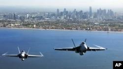 3月2日國際航空展上﹐兩架澳大利亞皇家空軍戰機飛越墨爾本上空
