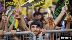 Cumhurbaşkanlığı seçimlerinden önce İstanbul'da gösteri düzenleyen HDP destekçileri