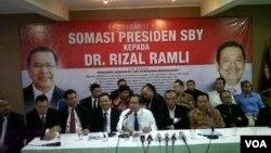 Mantan Menko Perekonomian era Presiden Abdurrahman Wahid, Rizal Ramli, di Jakarta Selasa (28/1) menegaskan siap menghadapi somasi dari Presiden Susilo Bambang Yudhoyono (foto: VOA/Andylala).
