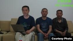 天網創辦人黃琦(左)和兩名成都維權人士赴雅安途中被攔。(圖片由天網提供)