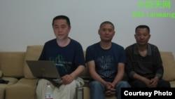 天网创办人黄琦(左)和两名成都维权人士赴雅安途中被拦。(图片由天网提供)