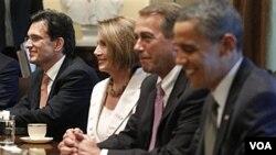 Presiden Barack Obama dan para pemimpin DPR AS dalam pertemuan di Gedung Putih (foto: dok). Obama mengundang 232 anggota DPR fraksi Republik untuk berunding hari Kamis 10/10.