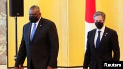 美国国务卿布林肯(右)与防长奥斯汀2021年3月16日在东京与日本外相和防卫相举行会谈(路透社)