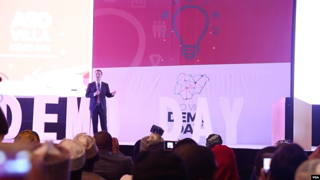 Mark Zuckerberg à Abuja au Nigeria, le 3 septembre 2016. (C. Oduah/VOA)
