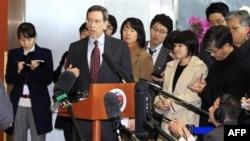 Cố vấn Bộ ngoại giao Hoa Kỳ về kiểm soát và cấm phổ biến vũ khí hạt nhân, Robert Einhorn, nói chuyện với báo giới tại Seoul