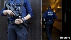 El departamento en donde se escondieron los terroristas, ubicado en la tercera planta de un edificio del distrito de Schaerbeek, fue registrado en diciembre.