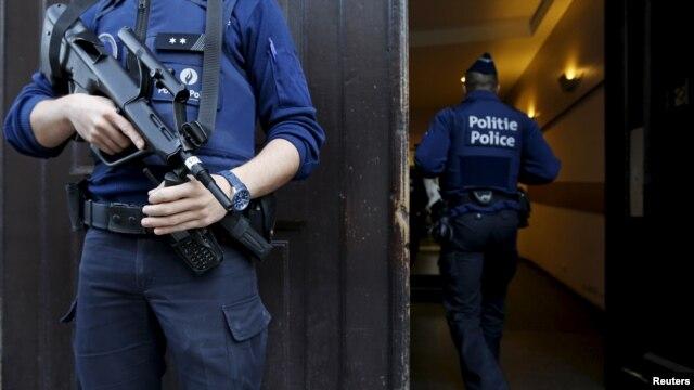 Hallan huellas de fugitivo de París en apartamento de Bruselas