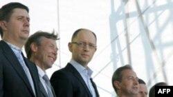 Лідери об'єднаної опозиції на Форумі, який відбувся 12-го травня у Києві. Фото Мустафи Найема, Українська Правда.