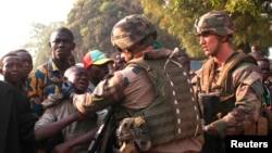 Pháp đã phái1.600 binh sĩ đến Cộng Hoà Trung Phi để ngăn chặn những vụ bạo động tôn giáo giữa người Hồi giáo và Thiên Chúa giáo.