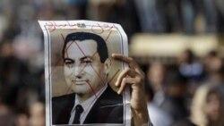 معترضین مصری ممنوعیت آمد و شد را نادیده می گیرند
