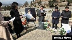 북한 김정일 국방위원장의 처조카로 남한에 귀순했다가 1997년 피살된 이한영씨 12주기 추모예배. 2009년 2월 자료사진.