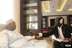 ປະທານາທິບໍດີແກມເບຍ ທ່ານ Adama Barrow ກ່າວຕໍ່ນັກຂ່າວ ວີໂອເອ ທ່ານ Sainey Marenah ທີ່ປະເທດ Senegal.