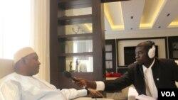 Rais mpya wa Gambia Adama Barrow akiongea na mwandishi wa VOA Sainey Marenah, Senegal.