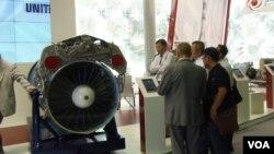 中国感兴趣俄战机引擎。今年夏季莫斯科武器展上的俄罗斯联合引擎制造集团的柜台。(美国之音白桦拍摄)