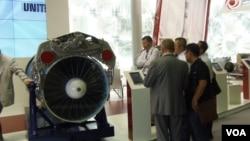 今年夏季莫斯科武器展上的俄羅斯聯合引擎製造集團的櫃台 (美國之音白樺拍攝)