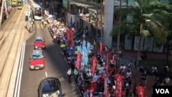 香港萬人遊行聲援被改判入獄的學生領袖及示威者 (美國之音記者海彥拍攝)