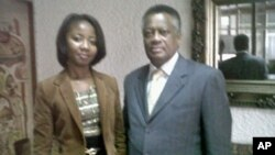 A deputada Ivone Soares recebendo o presidente do Parlamento sul-africano, Max Sisulu