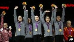31일 단체전에서 금메달을 목에 건 미국 여자 체조팀.