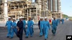 Nhà máy lọc dầu Dung Quất trong tỉnh Quảng Ngãi, Việt Nam