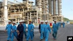 Nhà máy lọc dầu Dung Quất tại Quảng Ngãi, Việt Nam.