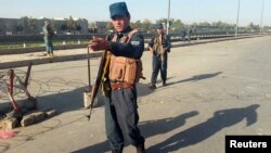 阿富汗警察在首都巡邏