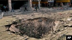На месте взрывов на площади Садалла Джабри в Алеппо. 3 октября 2012 г.