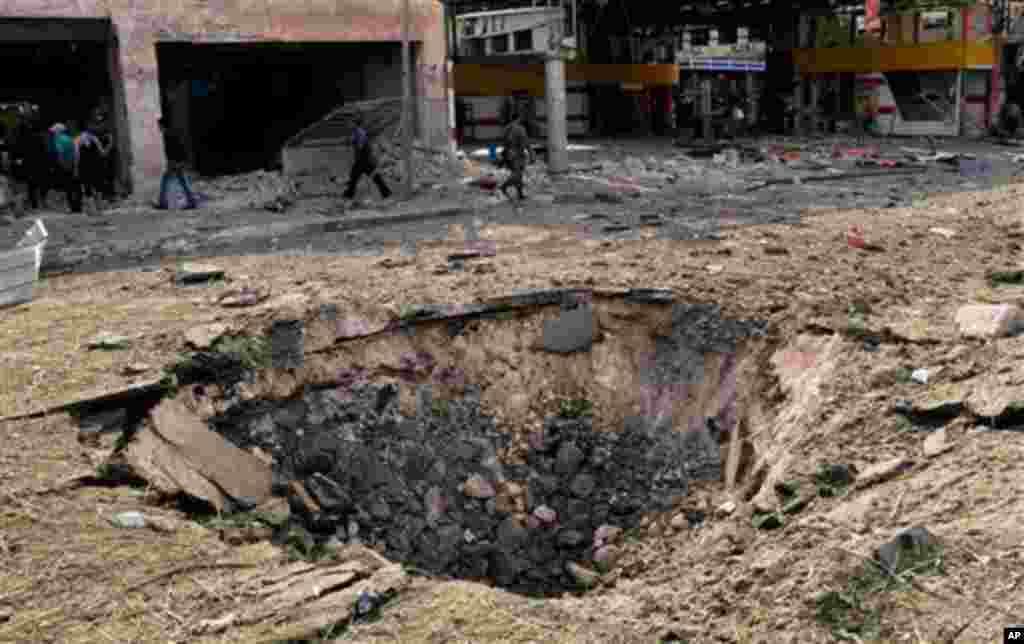 Cratera causada por uma das explosões em Aleppo, esta quarta-feira, 3 de Outubro