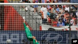 Japan's goalkeeper Ayumi Kaihori tries but can't save a goal scored by United States' Carli Lloyd during the first half of the FIFA Women's World Cup soccer championship in Vancouver, British Columbia, Canada, Sunday, July 5, 2015. (AP Photo/Elaine Thomps